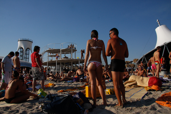 Секс на пляже Казантипа. Постыдились бы хоть окружающих